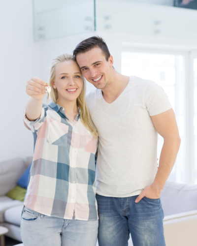 happy-smiling-young-couple-showing-a-keys-of-their-new-house_SqWc-qszZM